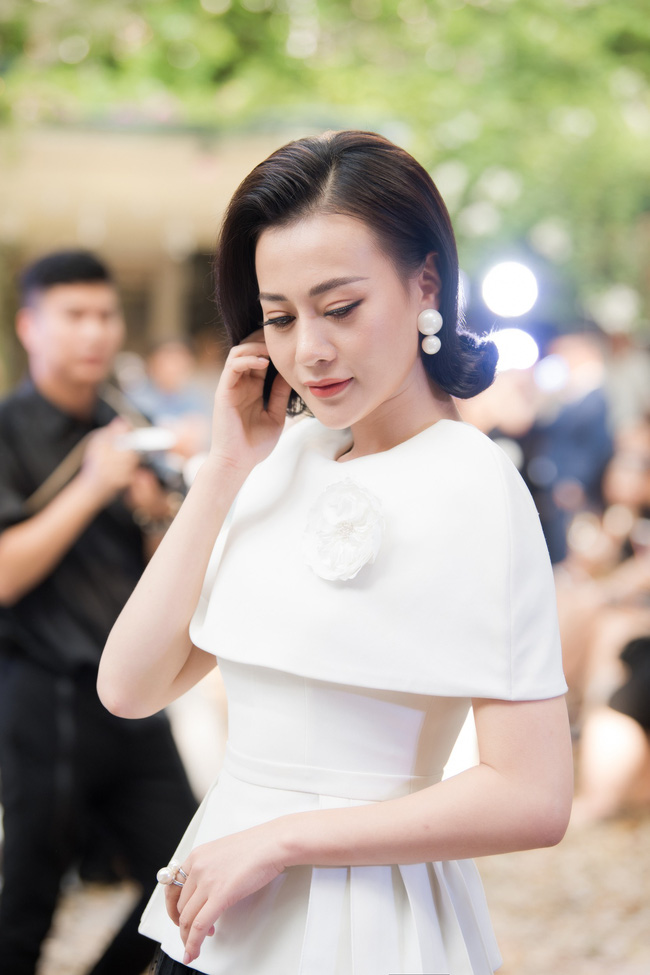 """Gạt bỏ hình ảnh Trà """"tiểu tam"""", Lương Thanh tóc ngắn siêu sinh khoe sắc vóc gợi cảm cùng dàn bông Hậu tại show diễn của NTK Hà Duy - Ảnh 6."""