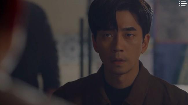 """""""Vagabond"""" tập 8: Lee Seung Gi và Suzy hợp sức cứu kẻ sát nhân, cảnh tự tay phẫu thuật khiến người xem rùng mình - Ảnh 6."""