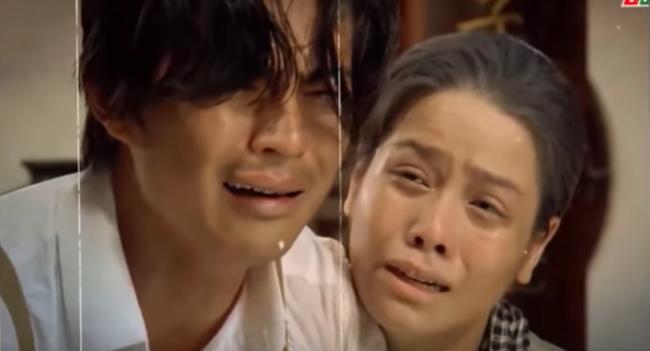 """""""Tiếng sét trong mưa"""": Rò rỉ ảnh Thị Bình ôm con trai khóc nức nở, fan vỡ òa đoán chuyện ngủ với em gái bị bại lộ  - Ảnh 2."""