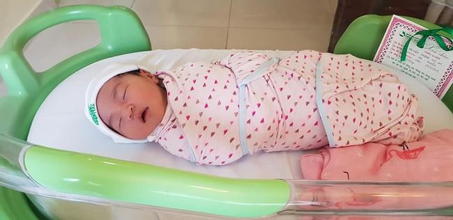 Mẹ Hà Nội và trải nghiệm đi đẻ đáng nhớ: Bệnh viện chuẩn bị sẵn hết đồ, có xe đưa đón tận nơi lại thêm quà mang về - Ảnh 7.