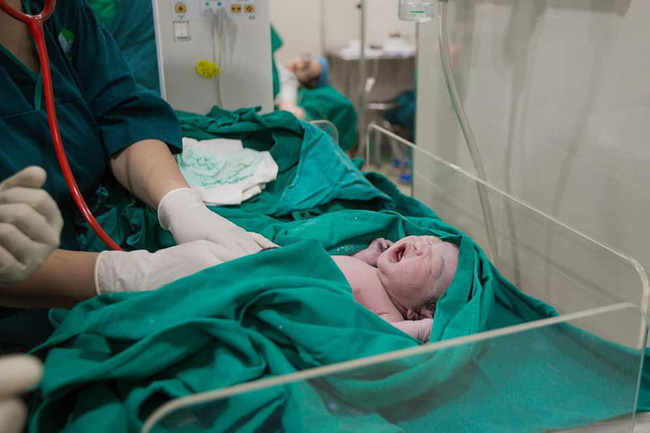 Mẹ Hà Nội và trải nghiệm đi đẻ đáng nhớ: Bệnh viện chuẩn bị sẵn hết đồ, có xe đưa đón tận nơi lại thêm quà mang về - Ảnh 4.