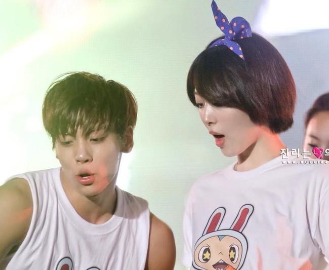 Loạt ảnh hiếm hoi của Sulli và Jonghyun đứng cùng nhau trên sân khấu khiến người hâm mộ bật khóc - Ảnh 4.