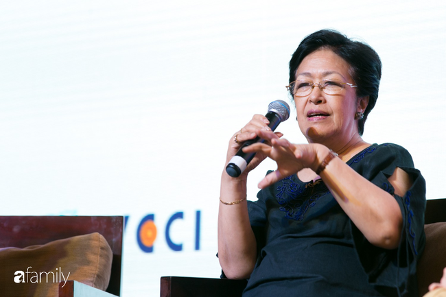 Cựu Đại sứ Việt Nam tại châu Âu - Tôn Nữ Thị Ninh: Đừng nói phụ nữ không thể bắt đầu ở tuổi 40, nếu hẹn nhau ở tuổi 50 tôi còn chưa ngán... - Ảnh 2.