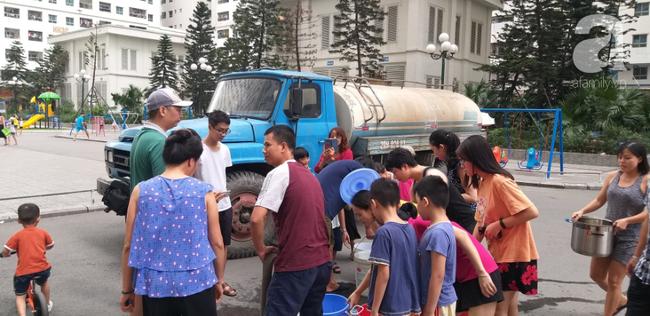 Nhiều người dân Hà Nội đau bụng, nổi mẩn nghi do nguồn nước nhiễm bẩn - Ảnh 13.