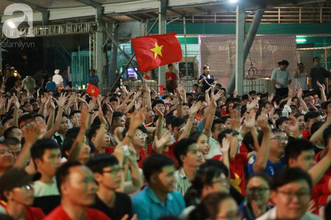 Hàng triệu CĐV vỡ òa khi Tiến Linh ghi bàn, Việt Nam dẫn trước Indonesia 3-0 - Ảnh 13.