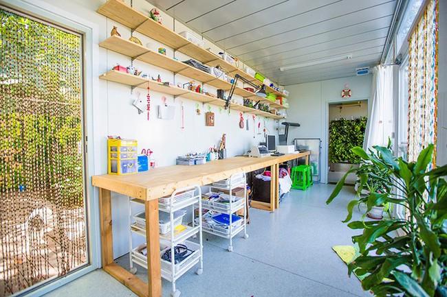 """Người đàn ông 57 tuổi vừa có sự nghiệp vừa tạo lập vườn rau xanh ở """"biệt thự"""" container tặng vợ - Ảnh 11."""