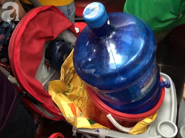 Trong 5 giờ nhận trên 2000 cuộc điện thoại xin hỗ trợ cấp nước, Công ty Nước sạch Hà Nội quá tải khi đâu đâu cũng cần nước - Ảnh 5.