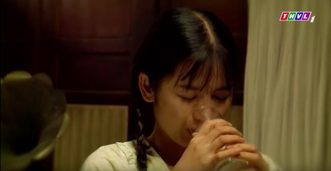 """""""Tiếng sét trong mưa"""": Cảnh Xuân ngủ với Phượng đã đến, lại còn bị mẹ kế và con trai Thị Bình bắt quả tang  - Ảnh 2."""