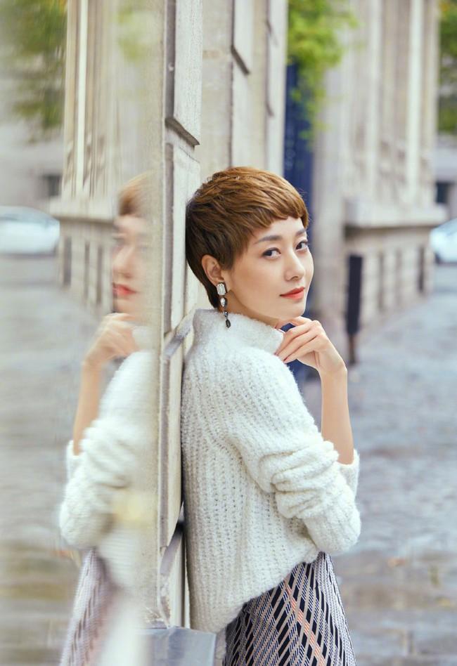 Ảnh hậu Mã Y Lợi khoe nhan sắc tuổi 20, lần đầu chia sẻ về quan điểm tình yêu sau ly hôn: Đại gia thì có gì ghê gớm - Ảnh 2.