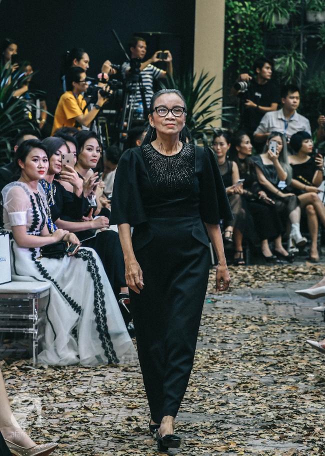Vẫn là chồng thương và hiểu vợ nhất, MC Phương Mai bụng bầu 8 tháng vẫn được chồng tháp tùng đi diễn thời trang - Ảnh 6.