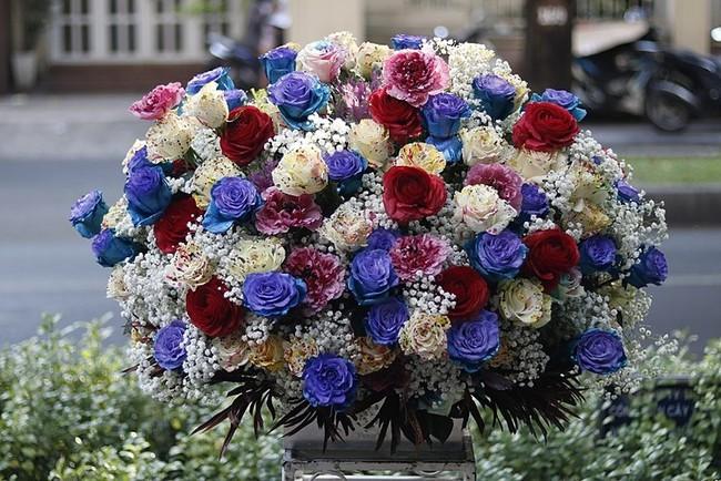 Đây là 7 bình/lẵng hoa đắt khủng khiếp trong ngày 20/10 mà nhiều chị em đang mơ ước được tặng - Ảnh 2.