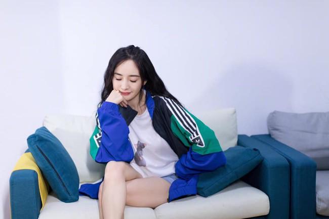 Angelababy - Dương Mịch cùng diện đồ đôi, chứng minh tình chị em thân thiết giữa Cbiz thị phi - Ảnh 3.