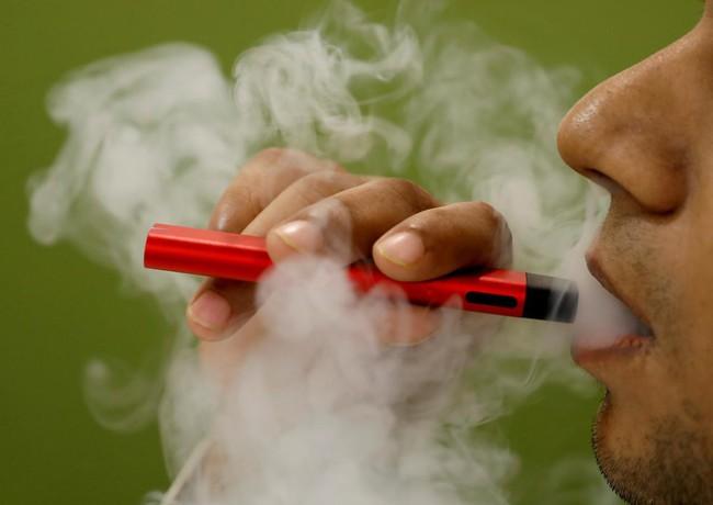 Cdc xác nhận 33 trường hợp tử vong do mắc bệnh phổi liên quan đến việc hút thuốc lá điện tử - Ảnh 4.