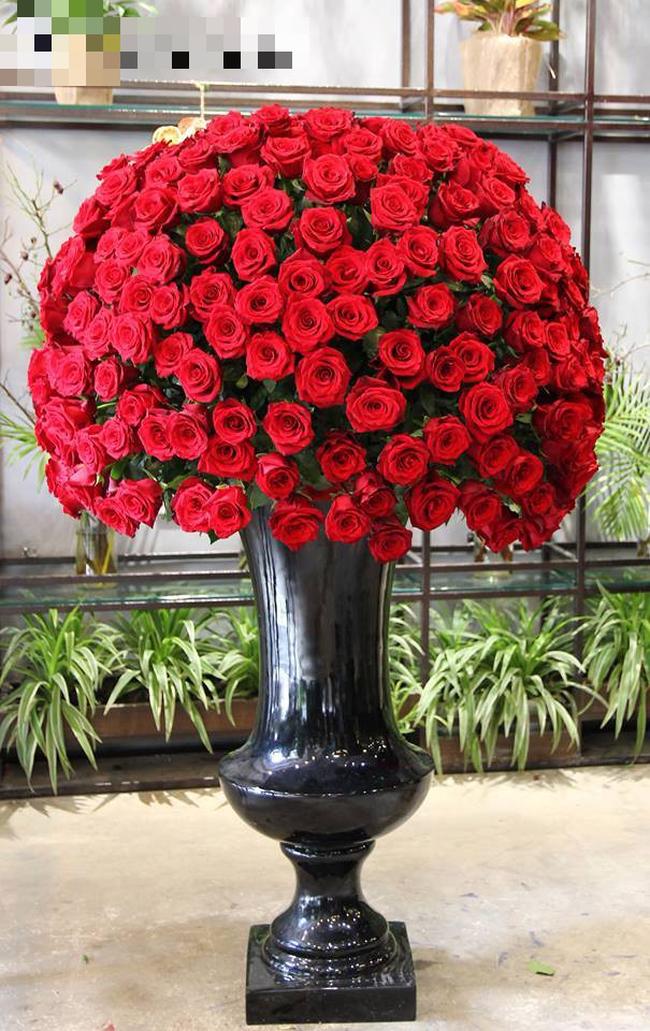 Đây là 7 bình/lẵng hoa đắt khủng khiếp trong ngày 20/10 mà nhiều chị em đang mơ ước được tặng - Ảnh 3.