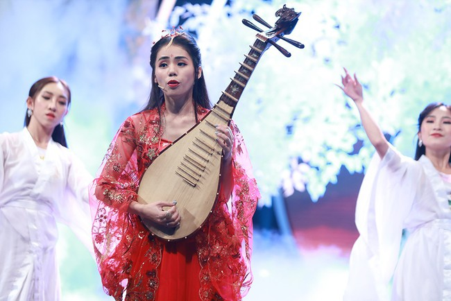 """Trường Giang tình nguyện đệm đàn cho Hương Ly hát live """"Sóng Gió"""" - Ảnh 1."""