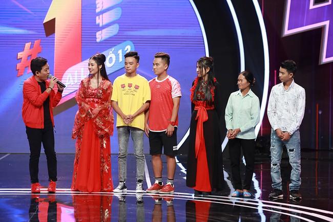 """Trường Giang tình nguyện đệm đàn cho Hương Ly hát live """"Sóng Gió"""" - Ảnh 6."""