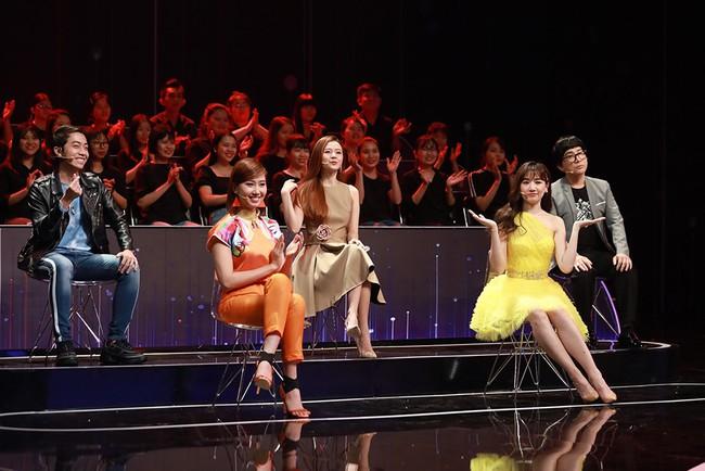 """Trường Giang tình nguyện đệm đàn cho Hương Ly hát live """"Sóng Gió"""" - Ảnh 5."""