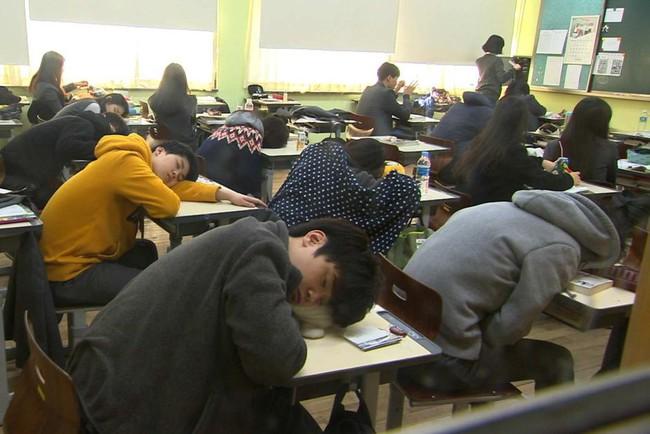 """Hàn Quốc: Đất nước thịnh vượng nhưng không hề hạnh phúc, gần 40 vụ tự sát mỗi ngày đến nỗi mang danh """"quốc gia tự tử"""" - Ảnh 2."""