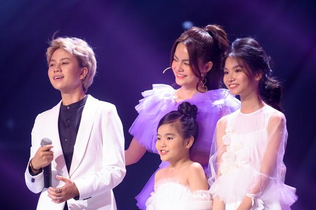 """Bảo Hân """"Về nhà đi con"""" khoe giọng hát đầy ngọt ngào khi kết hợp cùng học trò Phạm Quỳnh Anh trên sân khấu """"The Voice Kids"""" - Ảnh 2."""