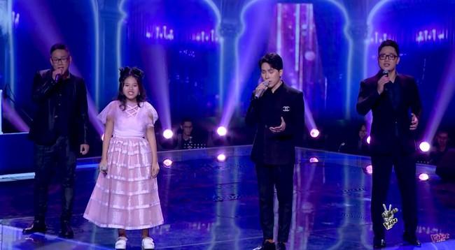"""Bảo Hân """"Về nhà đi con"""" khoe giọng hát đầy ngọt ngào khi kết hợp cùng học trò Phạm Quỳnh Anh trên sân khấu """"The Voice Kids"""" - Ảnh 6."""