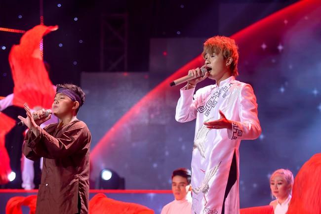 """Bảo Hân """"Về nhà đi con"""" khoe giọng hát đầy ngọt ngào khi kết hợp cùng học trò Phạm Quỳnh Anh trên sân khấu """"The Voice Kids"""" - Ảnh 4."""
