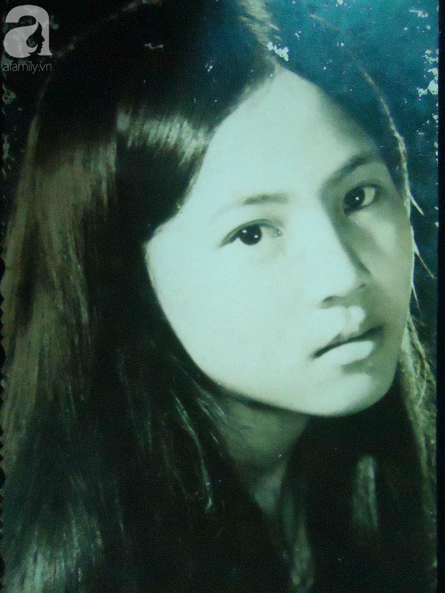 """""""Hot girl Sài Gòn"""" và đám cưới hoành tráng 30 năm trước: Màn """"cướp người yêu"""" ngoạn mục nhờ cái quỳ gối cùng lời dọa dẫm của chàng trai quá si tình - Ảnh 1."""