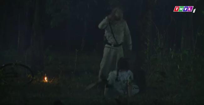 """""""Tiếng sét trong mưa"""": Cai Tuất lần thứ 2 cưỡng bức con gái Thị Bình, cô gái cố vùng vẫy rồi bị đánh ngất xỉu  - Ảnh 6."""