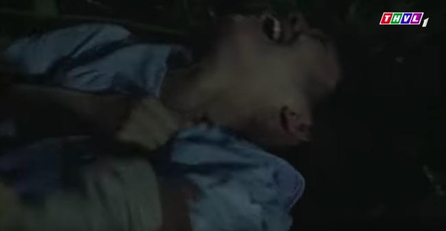 """""""Tiếng sét trong mưa"""": Cai Tuất lần thứ 2 cưỡng bức con gái Thị Bình, cô gái cố vùng vẫy rồi bị đánh ngất xỉu  - Ảnh 5."""