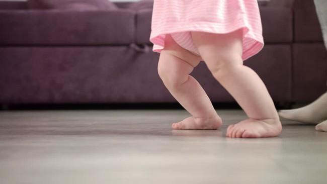 Tai nạn kinh khủng: Cha mẹ rời mắt trong thoáng chốc, bé 1 tuổi ngã khiến chiếc đũa trên tay xuyên qua vòm miệng chạm tới não  - Ảnh 1.