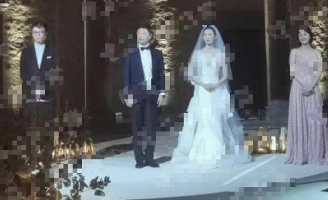 """""""Tiểu Chương Tử Di"""" Đồng Dao bí mật kết hôn với bạn trai đại gia hơn 17 tuổi - Ảnh 1."""