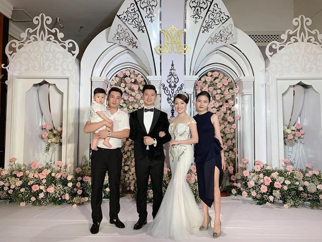 Không có lễ cưới với cơ trường Hà Duy, Âu Hà My được bù lại bằng một đám cưới xa hoa như vườn cổ tích, đón dâu bằng Roll Royce siêu sang - Ảnh 6.