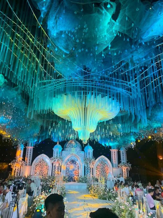 Không có lễ cưới với cơ trường Hà Duy, Âu Hà My được bù lại bằng một đám cưới xa hoa như vườn cổ tích, đón dâu bằng Roll Royce siêu sang - Ảnh 3.