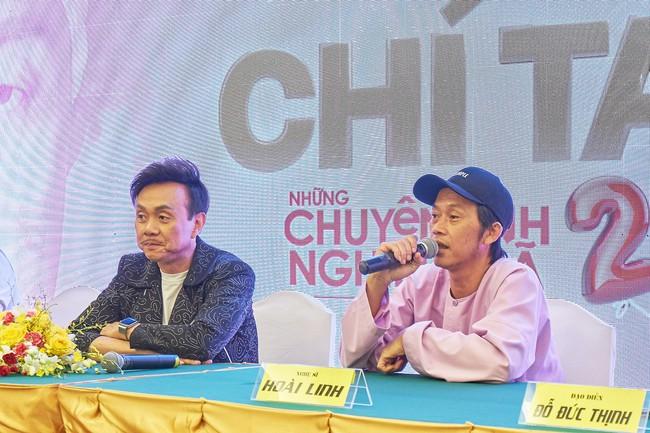 """Bức ảnh hot trong ngày: Hoài Linh tái xuất, vui vẻ nói cười với Thị Bình - Nhật Kim Anh của """"Tiếng sét trong mưa""""  - Ảnh 9."""