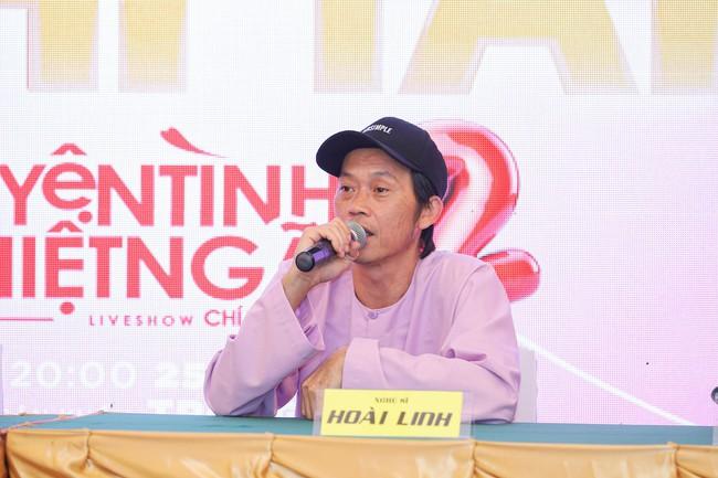 """Bức ảnh hot trong ngày: Hoài Linh tái xuất, vui vẻ nói cười với Thị Bình - Nhật Kim Anh của """"Tiếng sét trong mưa""""  - Ảnh 10."""