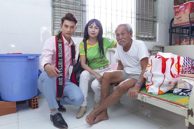 Hoa hậu Hà Kiều Anh khoe nhan sắc trẻ trung bên dàn nam thần - Ảnh 5.