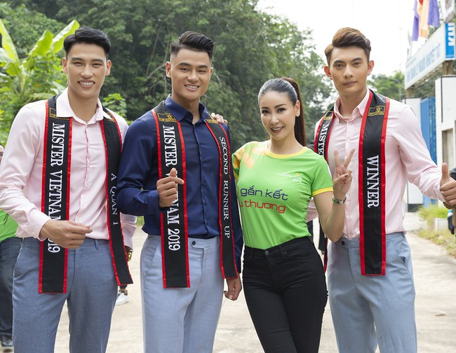 Hoa hậu Hà Kiều Anh khoe nhan sắc trẻ trung bên dàn nam thần - Ảnh 2.
