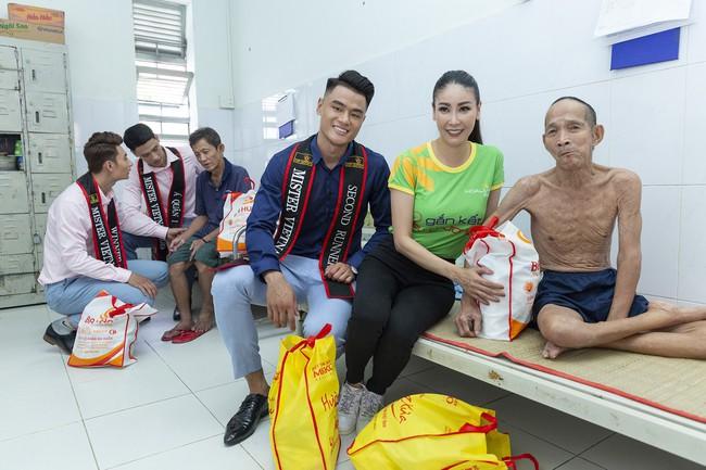 Hoa hậu Hà Kiều Anh khoe nhan sắc trẻ trung bên dàn nam thần - Ảnh 4.
