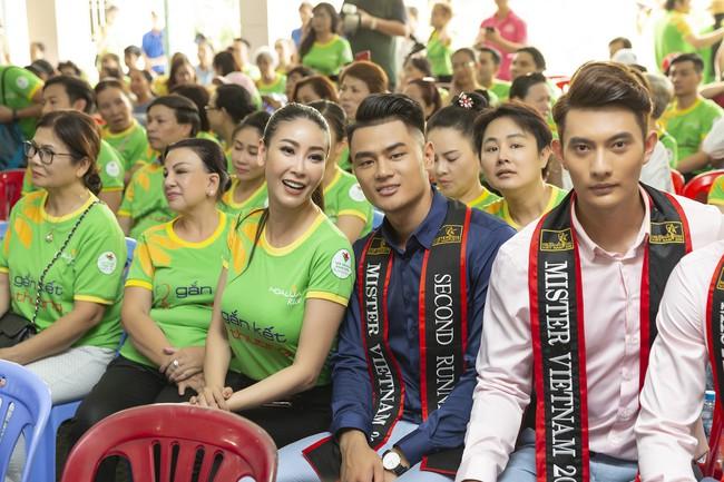Hoa hậu Hà Kiều Anh khoe nhan sắc trẻ trung bên dàn nam thần - Ảnh 7.