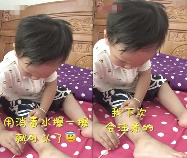 Không may bị thương chảy máu, cậu bé 3 tuổi bình tĩnh tự lau vết thương, còn an ủi ngược mẹ 1 câu khiến dân mạng khen rầm rầm  - Ảnh 3.