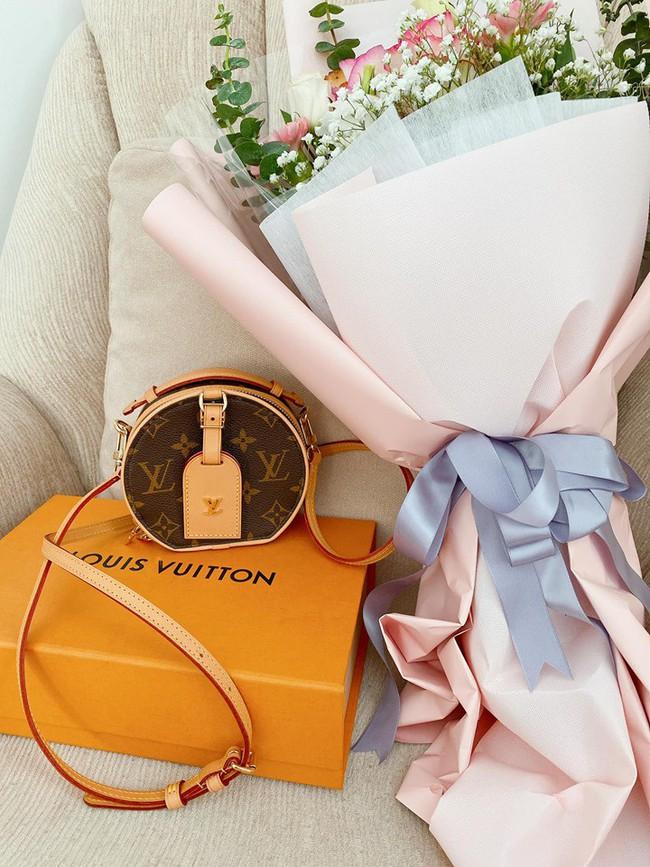 20/10 của các hot mom: Hằng Túi nhận được quà hẳn 70kg, Hương Baby được ông xã Tuấn Hưng tự tay ra chợ bó hoa mang về - Ảnh 2.