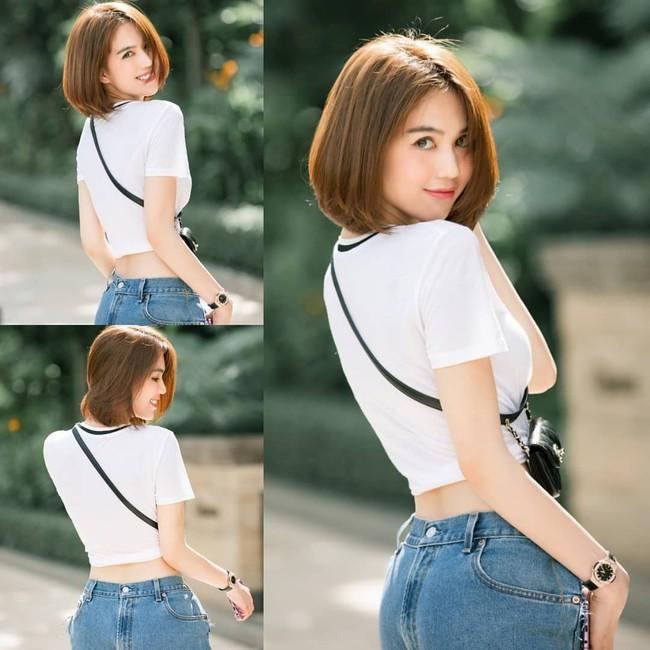 """Khoe quần jeans """"trước sau như một"""", tưởng không ai dám mặc hóa ra Ngọc Trinh lại đụng hàng với cô em chân siêu dài nhà Kim - Ảnh 2."""