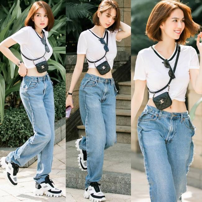 """Khoe quần jeans """"trước sau như một"""", tưởng không ai dám mặc hóa ra Ngọc Trinh lại đụng hàng với cô em chân siêu dài nhà Kim - Ảnh 1."""