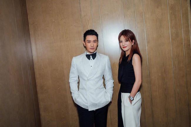 """Giữa tin đồn rạn nứt hôn nhân với Angelababy, Huỳnh Hiểu Minh sánh đôi bên """"mối tình đầu"""" Triệu Vy tỏa sáng tại Liên hoan phim Quốc tế Con đường tơ lụa năm 2019 - Ảnh 2."""
