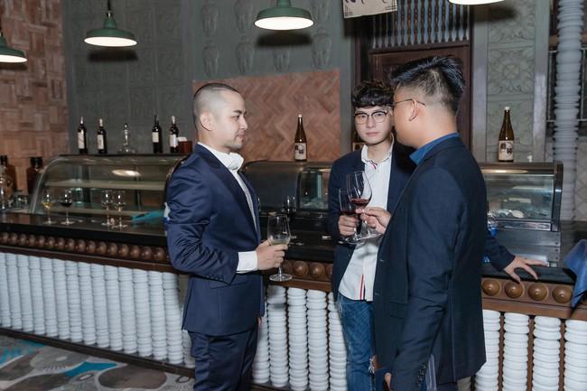 Choáng với tiệc sinh nhật tuổi 33 của anh trai Bảo Thy: tổ chức ở nhà hàng xa xỉ, bàn tiệc 10 người, dựng rạp to như đám cưới - Ảnh 5.