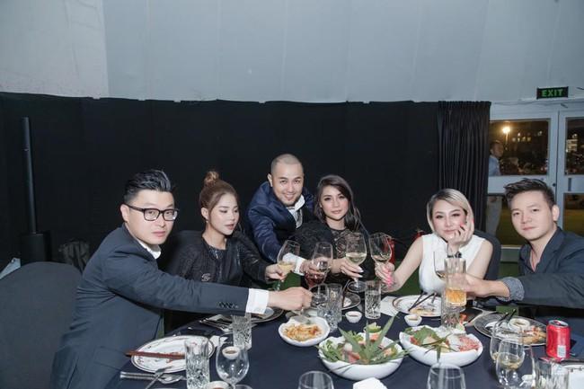 Choáng với tiệc sinh nhật tuổi 33 của anh trai Bảo Thy: tổ chức ở nhà hàng xa xỉ, bàn tiệc 10 người, dựng rạp to như đám cưới - Ảnh 8.