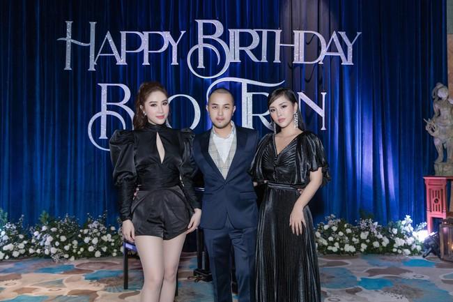 Choáng với tiệc sinh nhật tuổi 33 của anh trai Bảo Thy: tổ chức ở nhà hàng xa xỉ, bàn tiệc 10 người, dựng rạp to như đám cưới - Ảnh 9.