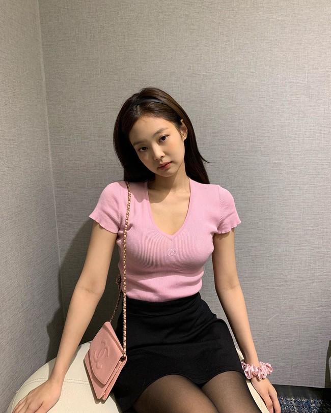 """Mấy nàng thích mặc đẹp sao có thể làm ngơ trước 12 cách diện chân váy xinh """"mê ly rụng rốn"""" này của sao Hàn? - Ảnh 4."""