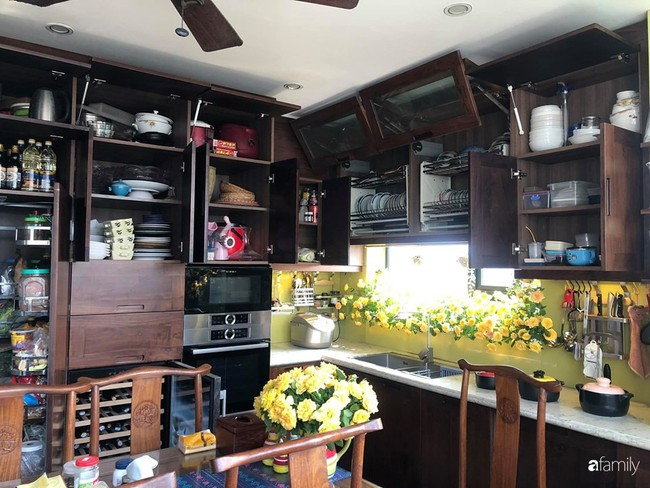 """Căn bếp nhỏ chứa """"vạn đồ"""" hữu ích bên trong khiến ai cũng bất ngờ khi mở ra của bà mẹ Hà Nội - Ảnh 12."""