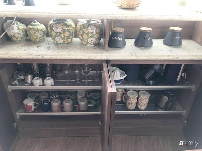 """Căn bếp nhỏ chứa """"vạn đồ"""" hữu ích bên trong khiến ai cũng bất ngờ khi mở ra của bà mẹ Hà Nội - Ảnh 10."""