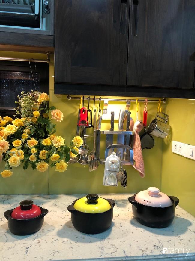 """Căn bếp nhỏ chứa """"vạn đồ"""" hữu ích bên trong khiến ai cũng bất ngờ khi mở ra của bà mẹ Hà Nội - Ảnh 20."""